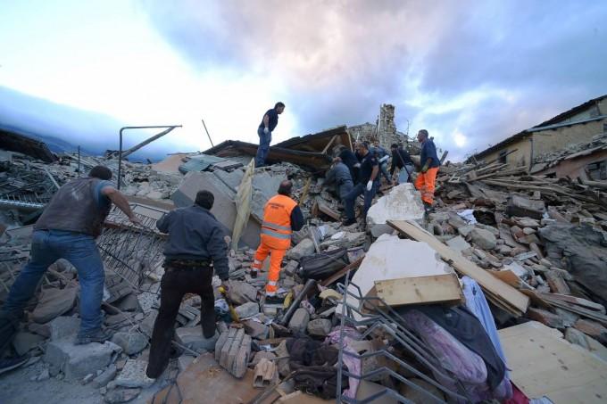 Italia: ascienden a más de 70 los muertos por el terremoto