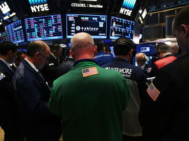 Wall Street: Sin grandes referencias