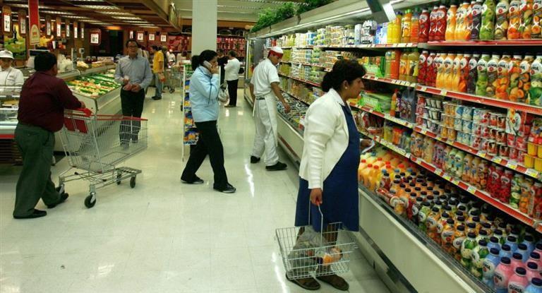 En junio, las ventas en súper cayeron 1,2% y en shopping 5,1%