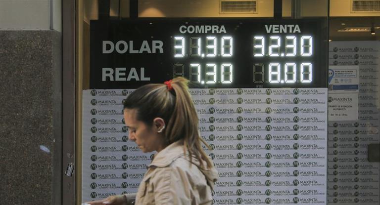 El dólar superó los $ 32 por primera vez