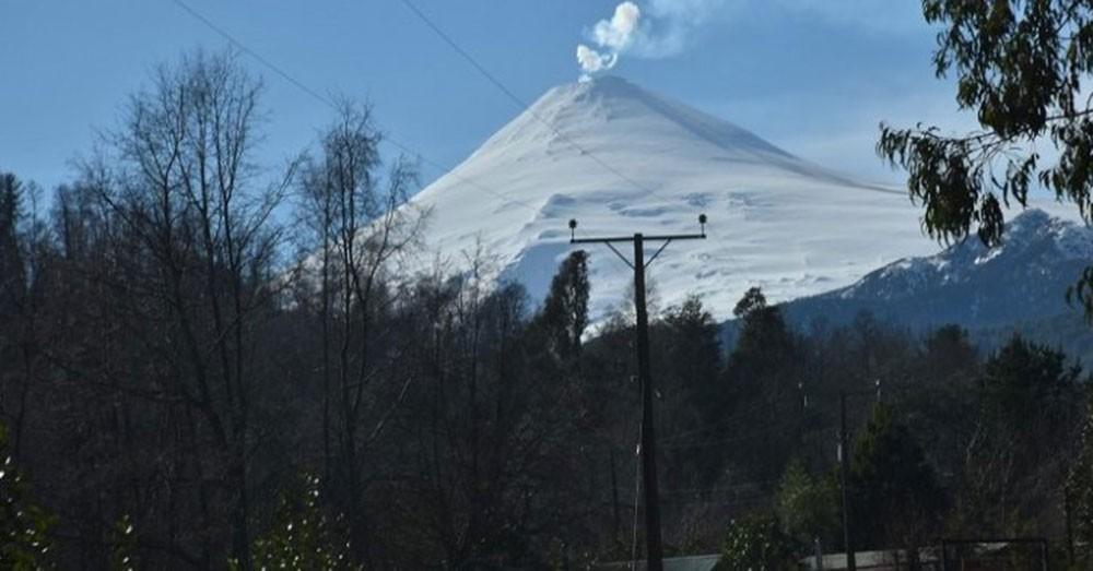 Registran sismo y explosión en el volcán chileno Villarrica