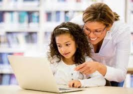 Cuatro de cada 10 niños se vale de un adulto para hacer sus tareas