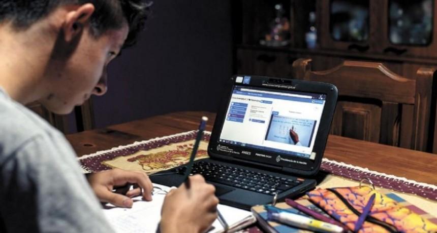 Los docentes fueron encuestados y calificados en la enseñanza virtual