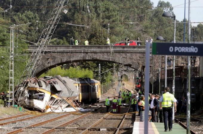 Al menos cuatro muertos tras descarrilarse un tren en la ciudad española de O Porriño