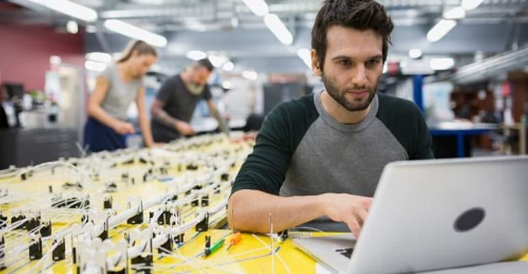 Que lleva a los millennial cambie tanto de trabajo
