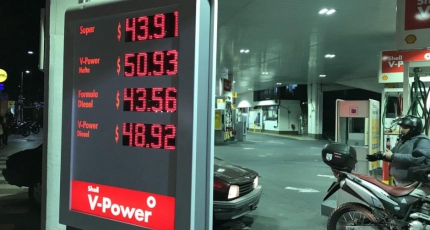 El Gobierno mantendrá el congelamiento de la nafta