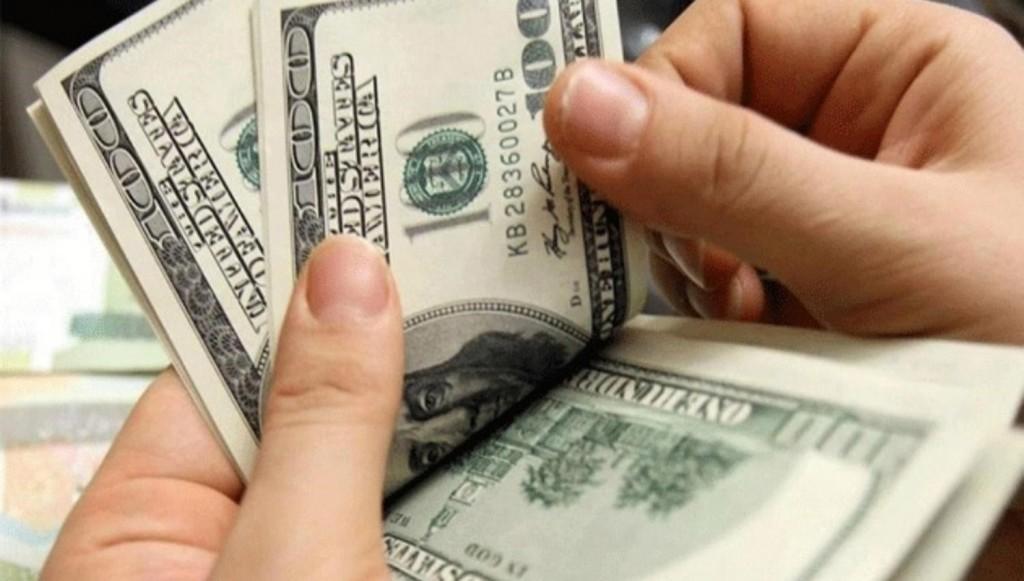 Los bancos volverán a vender dólares,el Central retocó el cepo