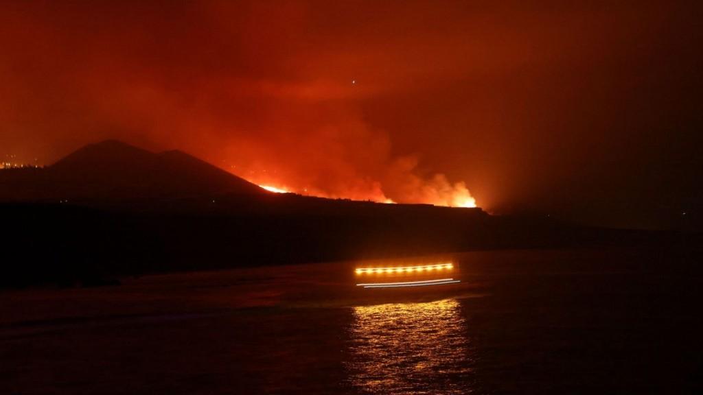 Ingreso al mar lava del Volcán de La Palma