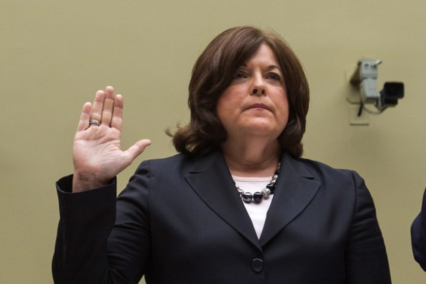 Renuncia la jefa del Servicio Secreto de Obama tras escándalos
