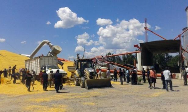 Prevención y Emergencias intervino en el rescate de trabajadores tras la caída de un silo