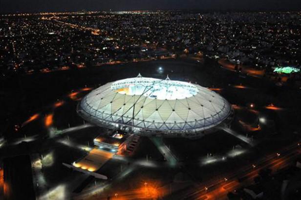 Fuerte temporal dañó techo del estadio de La Plata pero igual se jugará Sudamericano de Fútbol