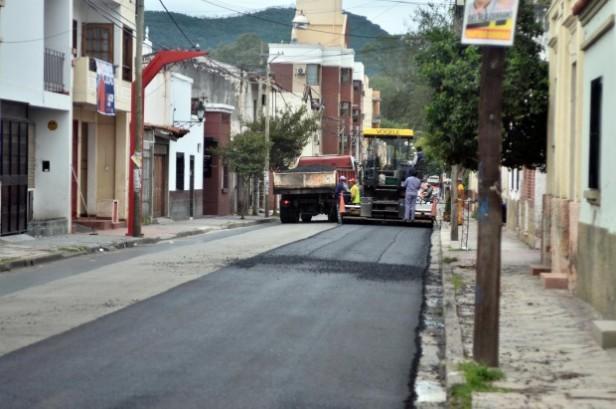 Repavimentación cuadras de la calle Mendoza