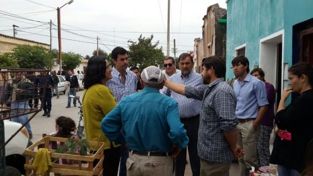 El Galpón: El Gobernador y el Intendente colabora con la asistencia a familias