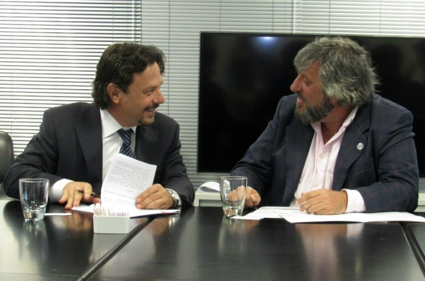 Sáenz firmó un convenio de colaboración con el Ente Nacional de Comunicaciones