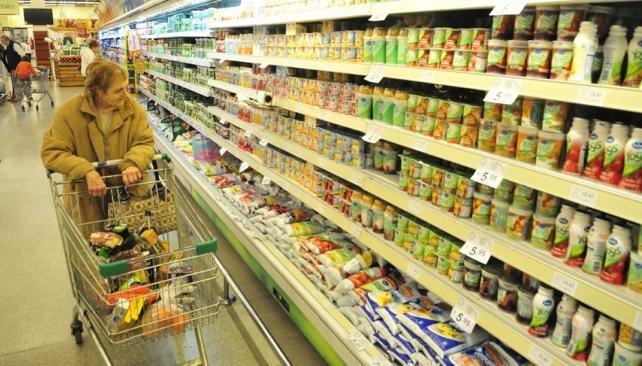 La facturación en supermercados y shoppings creció por debajo de la inflación