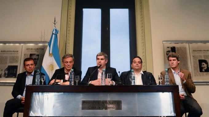 El Gobierno volvió a rechazar una ley antidespidos en la discusión por el bono