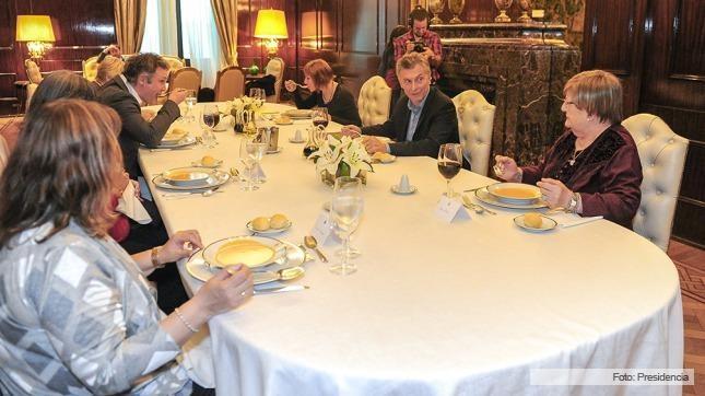 El Presidente compartió el almuerzo con un grupo de vecinas del Conurbano bonaerense