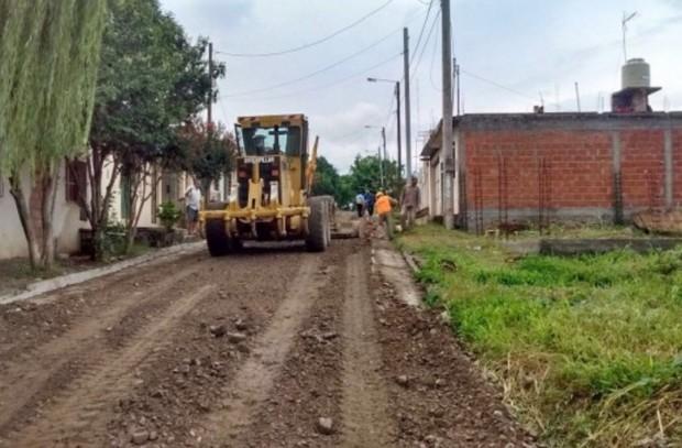 Trabajos de nivelación de las calles de Villa Floresta
