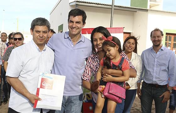 El Quebrachal: Veinticuatro familias de recibieron su vivienda propia