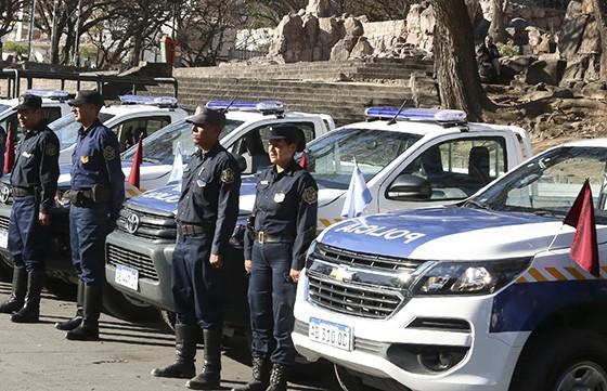 La Policía recibirá móviles para reforzar el servicio en el interior y Capital