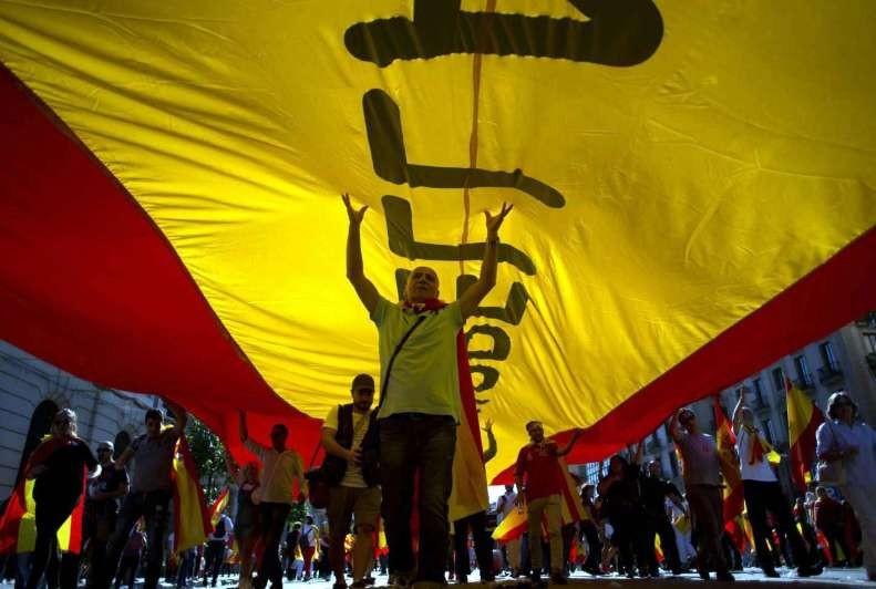 Los españoles marcharon por la unidad del país