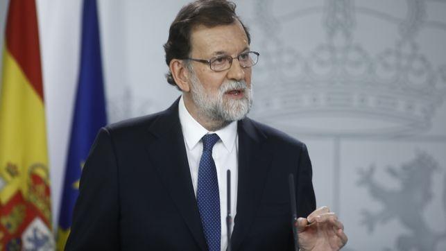 Rajoy destituye al Gobierno catalán e interviene el Parlamento
