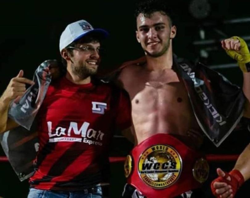 Mura es el nuevo campeón  amateur de kickboxing de la WCCS