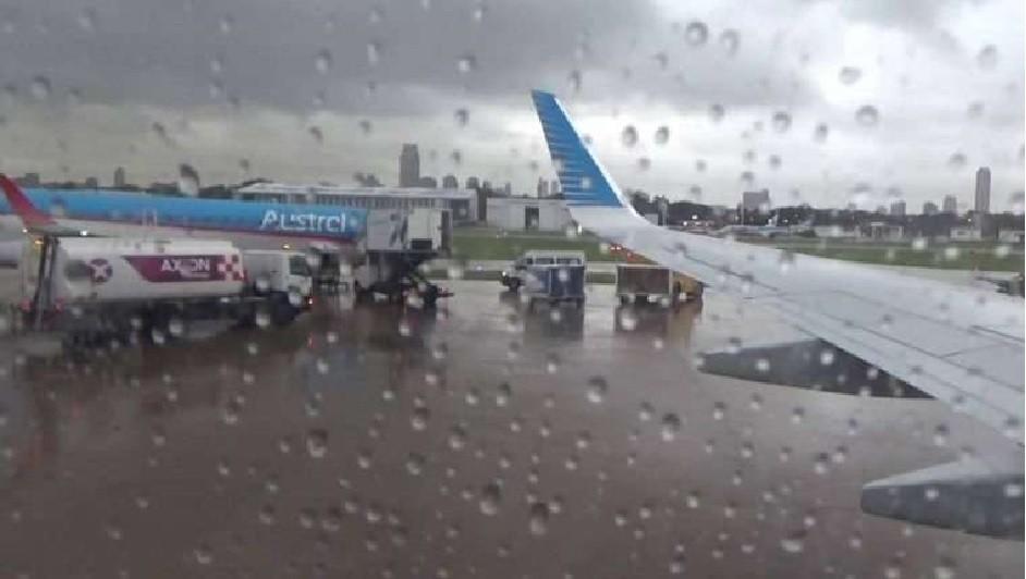 Vuelos desde y hacia Aeroparque fueron demorados y cancelados