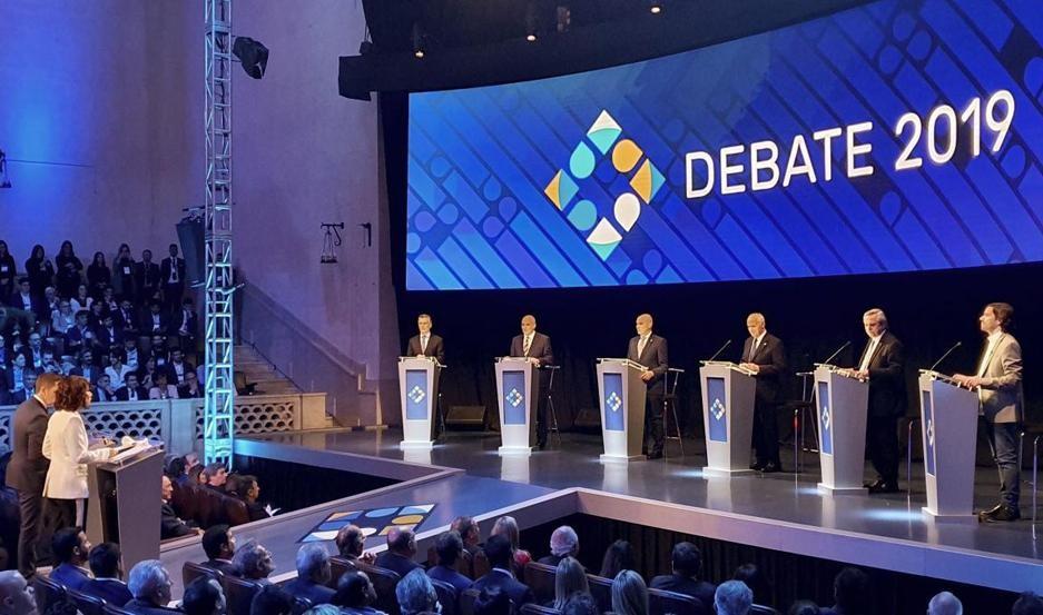 Los candidatos a la Presidencia inician el debate final EN VIVO