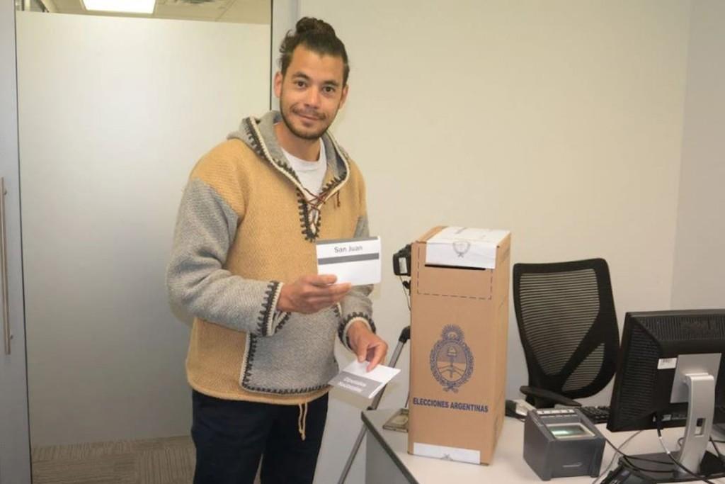 Los argentinos que residen en el exterior empezaron a votar