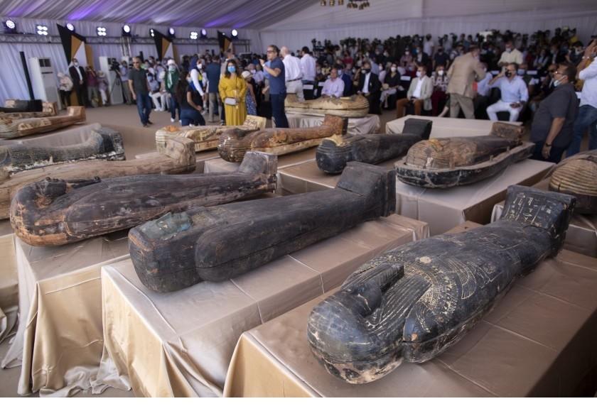 Egipto anuncia hallazgo de 59 sarcófagos cerca de Saqqara