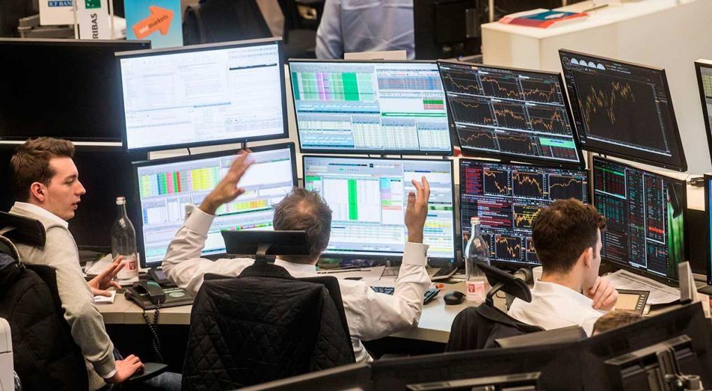 El riesgo país baja un 0,8%  y el Merval se contrae