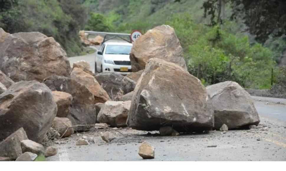 Deslizamiento de rocas sepultan 16 personas