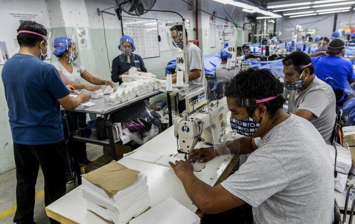 El Gobierno lanza por decreto programa para convertir planes sociales en empleo registrado