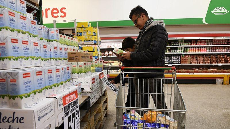 El Gobierno apura el congelamiento de precios de alimentos