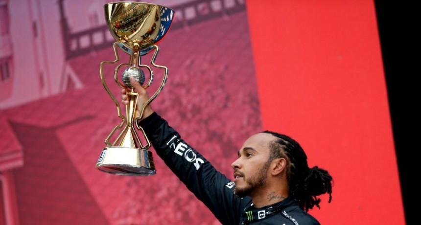 Hamiltón festedó en Rusia y llegó a 100 victorias en la F1