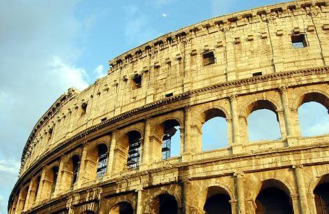 Un turista condenado a pagar 20.000 euros por vandalismo en el Coliseo