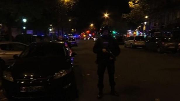 Dos muertos en un tiroteo entre la policía y un grupo de atrincherados en París