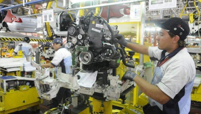 Brasil sigue frenando a la industria automotriz