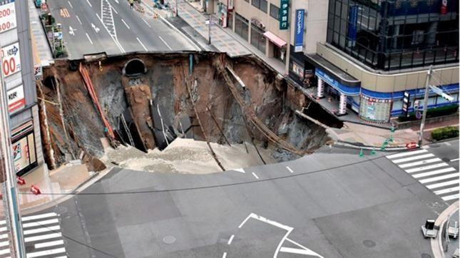 Japón: un hundimiento de tierra provocó caos en Fukuoka