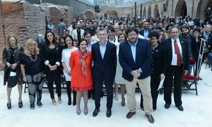 Macri entregó 500 Becas Bicentenario a la Creación 2016