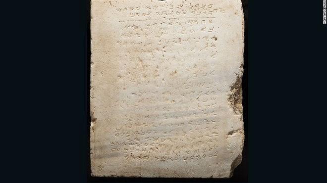 Subastaron la tabla de los 10 Mandamientos más antigua del mundo