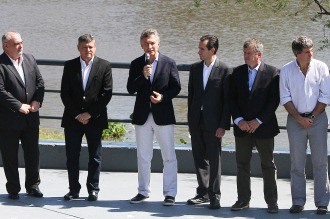 Macri visita en el Chaco las obras del acueducto