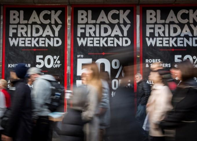 Las tiendas de EEUU no registran grandes multitudes al comienzo de  Black Friday