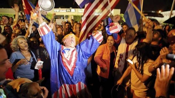 Los cubanos exiliados celebraron con música y cacerolazos
