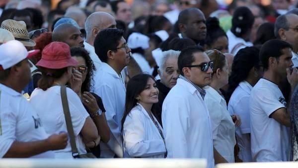 Miles de cubanos despiden a Fidel Castro en La Habana Duelo en la isla