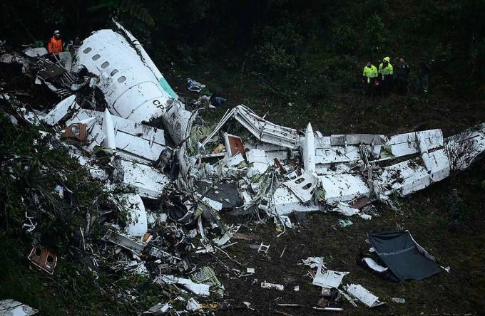 Seis sobrevivientes y 70 muertos tras accidente del avión que transportaba al Chapecoense a Colombia