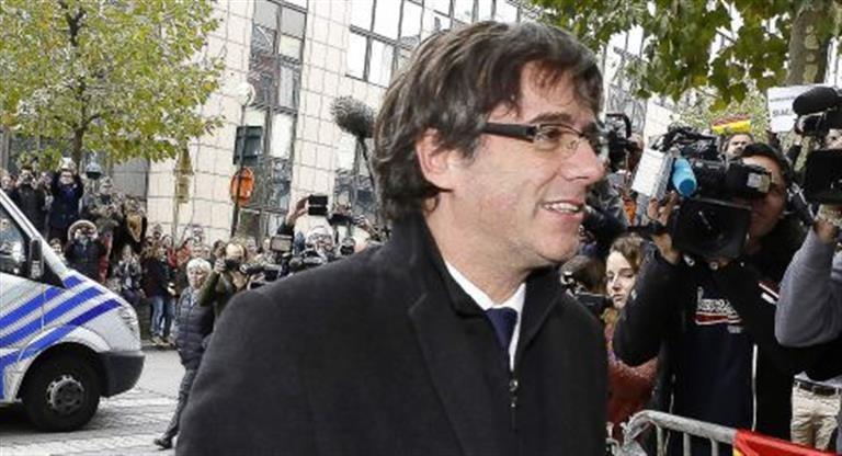 Puigdemont y sus ex-consejeros se entregaron a la Policía belga