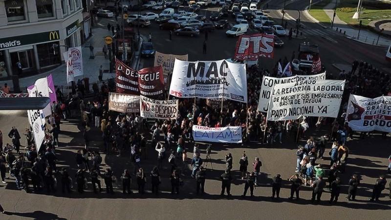 Protestas por la reforma laboral, contra el Gobierno y la CGT