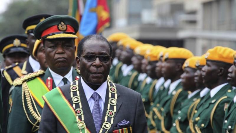 Mugabe recibe inmunidad y se quedará en Zimbabue